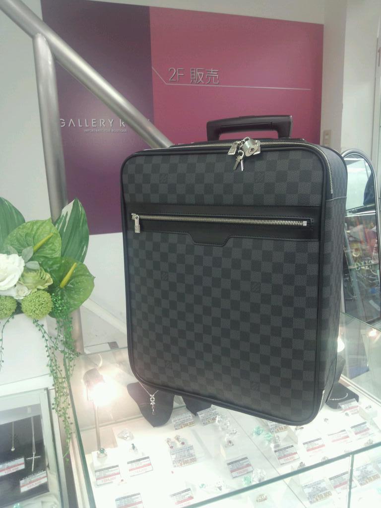 ルイ・ヴィトンのペガス45(ダミエグラフィット)を売るなら、高価買取の当店へ!