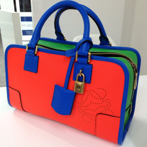 ロエベ アマソナ28の買取事例 ~鮮やかなトリコロール(3色)のハンドバッグ~
