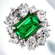 jewellery-emerald-ring-1