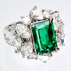 jewellery-emerald-ring-2