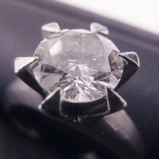 立て爪 ダイヤモンドリング