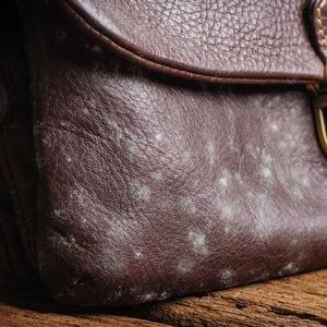 【合皮の正しいお手入れ】合成皮革やPVC製バッグの汚れを防いで長持ちさせる方法とは?