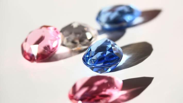 カラーダイヤモンドはカラーを重視して評価する