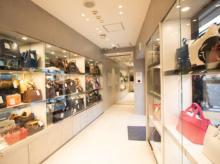 ギャラリーレア 新宿店 1F