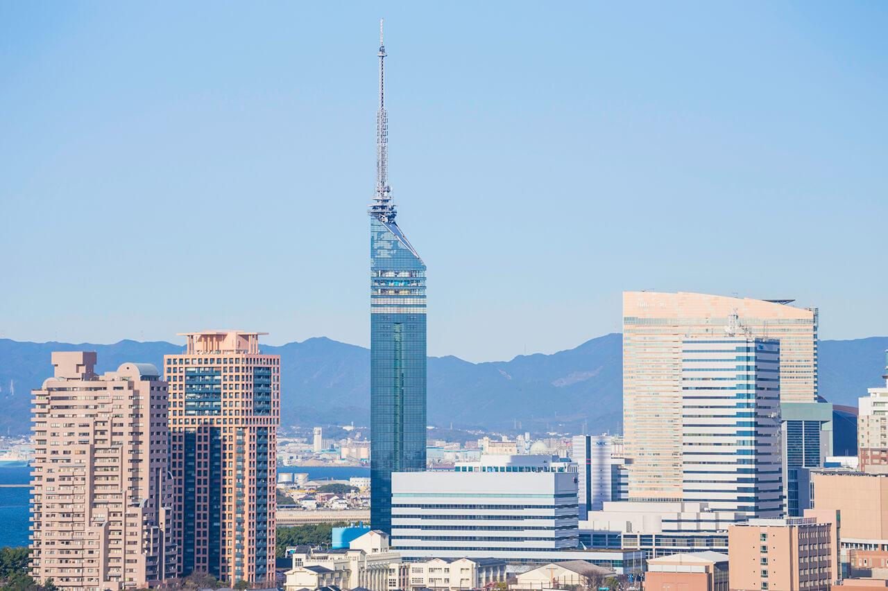 人口が多く経済活動が活発な福岡県
