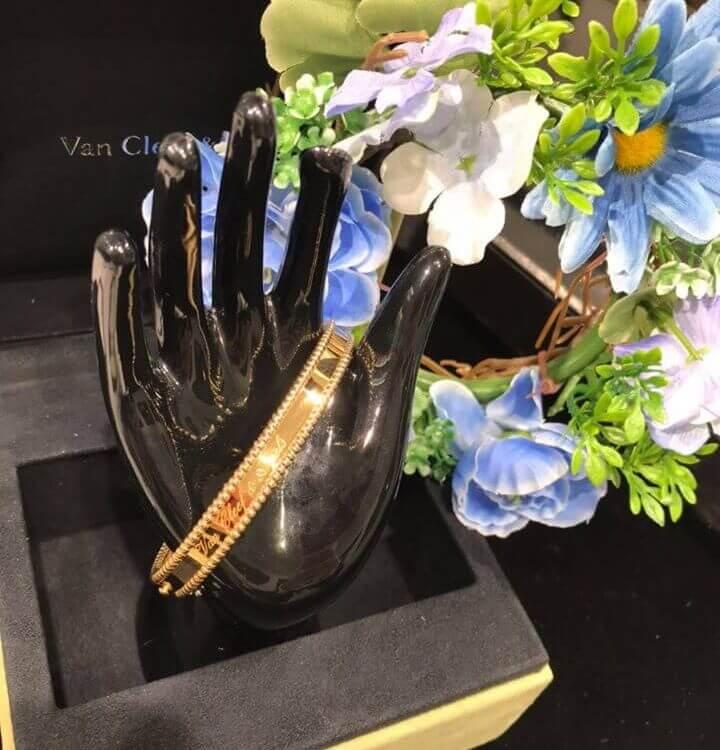 洗練された美しさを纏うヴァンクリーフ&アーペルのジュエリー