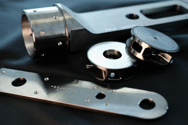シチズン独自素材「スーパーチタニウム™」を使用した月着陸船部品の試作品