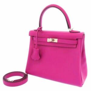 発色のいい赤紫系のローズパープルのケリーで上品な女性の雰囲気に