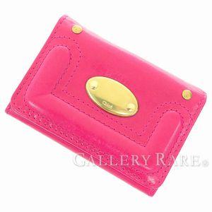 カラーとデザインが目を引く、クロエの財布とコインケース