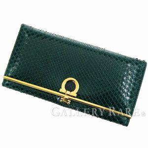 シンプルデザインで使いやすい、サルヴァトーレ・フェラガモの長財布たち