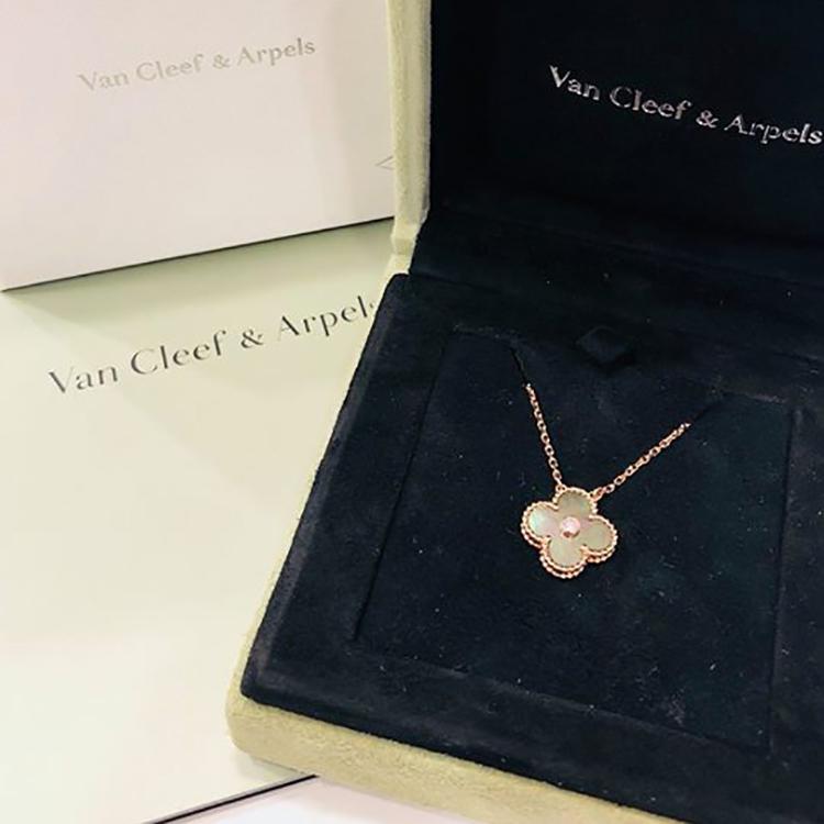 ヴァン クリーフ&アーペル(VanCleef & Arpels)のネックレスをご紹介!
