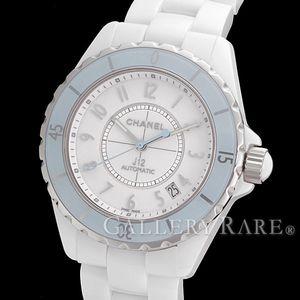 まばゆいホワイトときらめくダイヤ!シャネルの白い腕時計特集