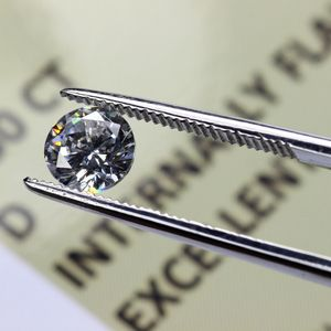 本物(天然)のダイヤモンドと人工(偽物)のダイヤモンドの見分け方