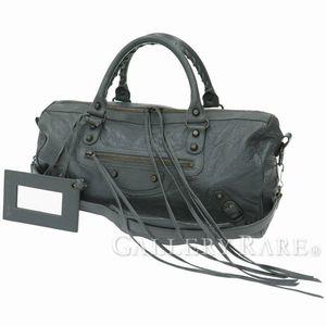 カジュアルだけどさりげない高級感、バレンシアガのレザーハンドバッグ