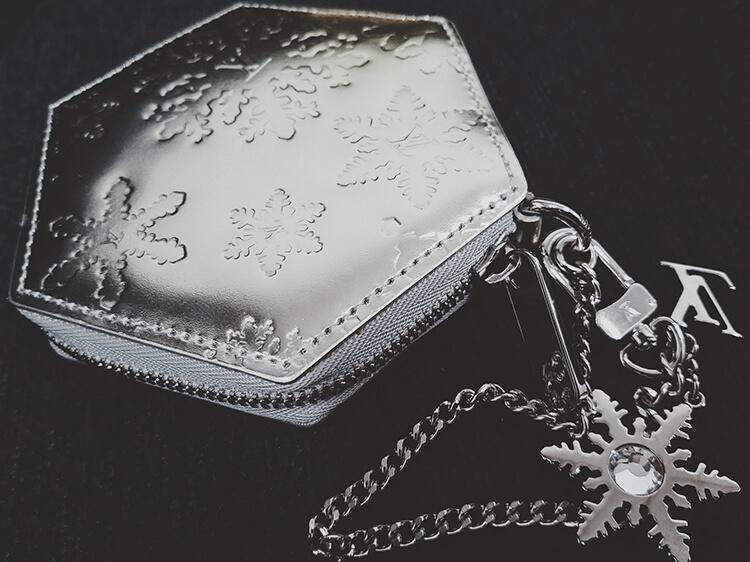 ルイ・ヴィトン(LOUIS VUITTON) 雪の結晶が美しいコインケース