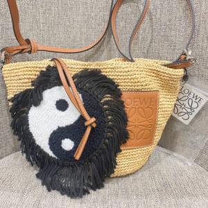 ロエベ(LOEWE)のバッグが再流行しております!